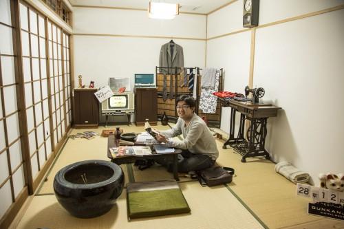 軍艦島のアパートの一室を再現。屋内に入り、住民になった気分で写真撮影もできる。