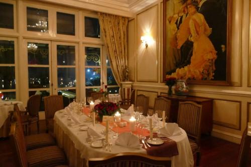 天井の高い優美なレストラン。(C)Azusa Shiraishi