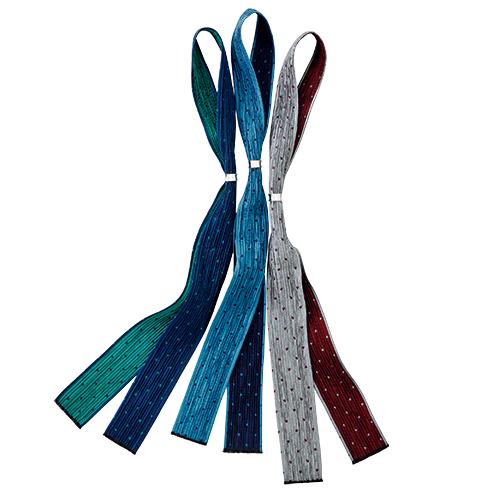 写真左からネイビー×グリーン、ブルー×ネイビー、グレー×ワイン 奈良時代より伝わる「風通織」を、西陣の老舗織元が現代風に仕上げた。シワ加工によりシルクの光沢感が際立つ。