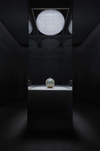 国宝「色絵藤花文茶壺」展示風景