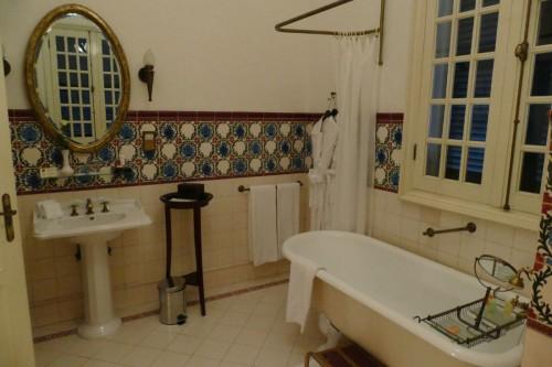 タイルが美しいバスルーム。(C)Azusa Shiraishi