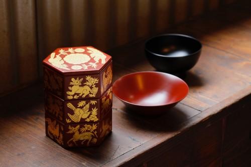 『木漆工とけし』が手がける琉球漆器は、伝統にモダンが共存する。