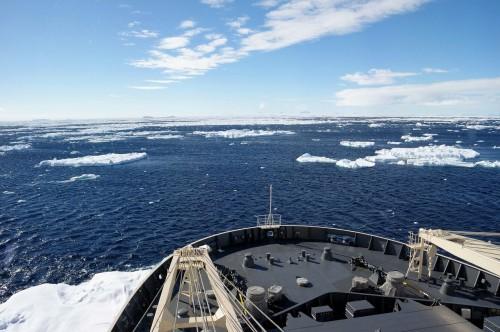 遠くに南極大陸も見えだしました。