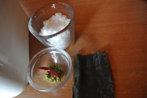 塩と山椒の実、昆布