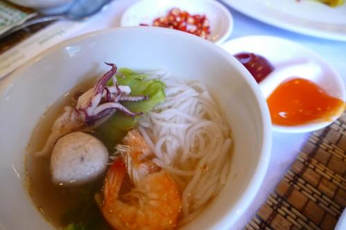 麺はフォーではなくてブンを使用 (C)Azusa Shiraishi