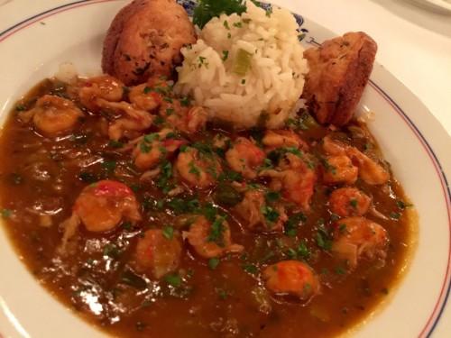 英語で「クロウフィッシュ」と呼ばれるざりがには、ニューオリンズでは海老と並ぶシーフード。「エトフェ」という煮込み料理は、ごはんとともにいただく。