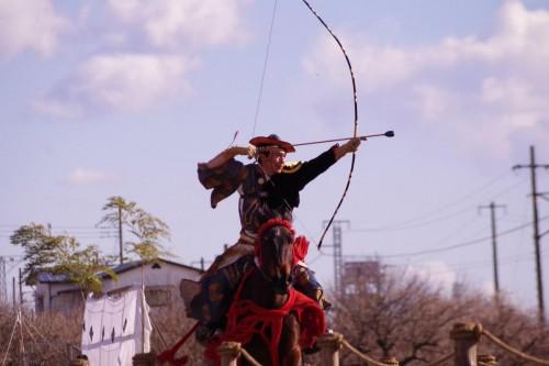 矢を放つ直前、射手は空気抵抗にも耐えなくてはならない。