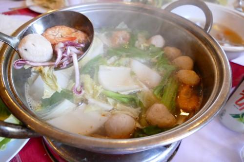 具材が豊富な魚介鍋 (C)Azusa Shiraishi
