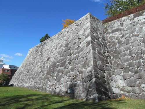 北の名城「盛岡城」に東北屈指の壮大な石垣が築かれた理由とは ...