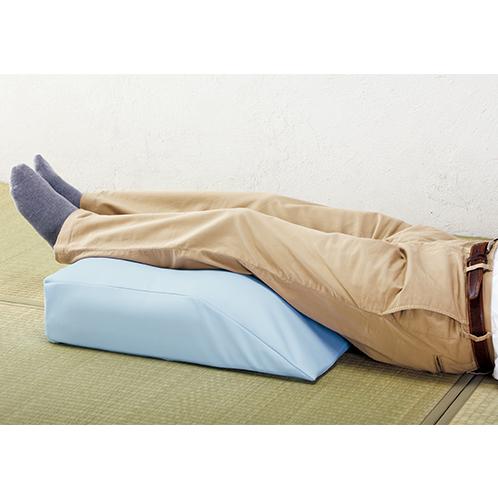膝の屈曲に合わせた形状で、足腰に負担をかけずにリラックスできる。使い始めたら午睡に欠かせないクッションになるだろう。