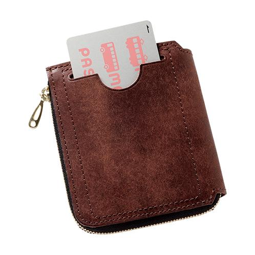写真=ダークブラウン 背面にもカードポケットを装備。交通ICカードやポイントカードなど、よく使うカードは外ポケットに入れておけば便利。