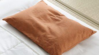 頭部をしっかりと支え安眠に誘う、昔ながらのそば殻枕。