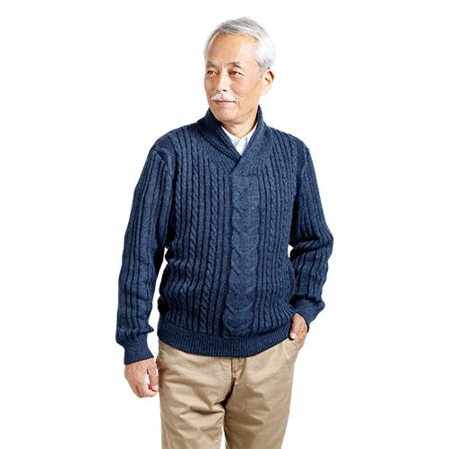 上着感覚でシャツの上に着ると軽やかな印象。チノパンやジーンズなど、カジュアルなスタイルによく似合う。