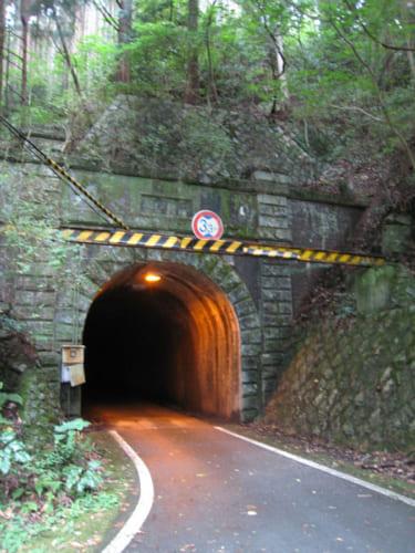 旧三瓶トンネルの入り口