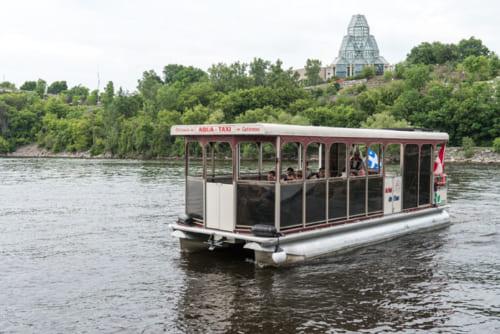 オタワ川の対岸を結ぶアクアタクシー