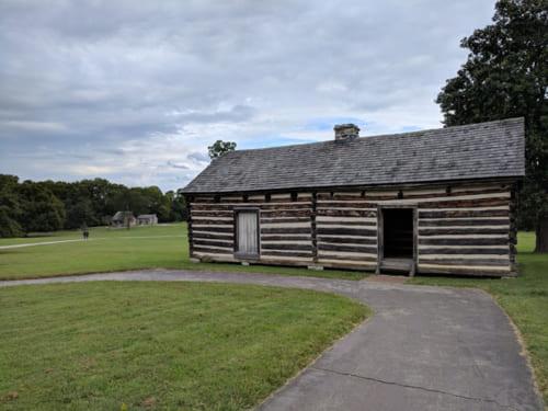 邸宅の裏にある敷地では、黒人奴隷たちが暮らしていた。ジャクソンは厳しい黒人奴隷弾圧を行ったことでも知られているが、晩年は150人の黒人たちを1000エーカーもの敷地に住まわせ、仕事を提供していたという
