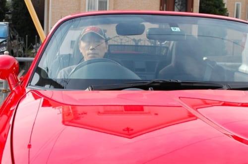 現在の愛車は赤いオープンカー。その出会いと物語は【後編】で語ります。