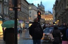 「イギリス人は傘をささない」について考察してみた