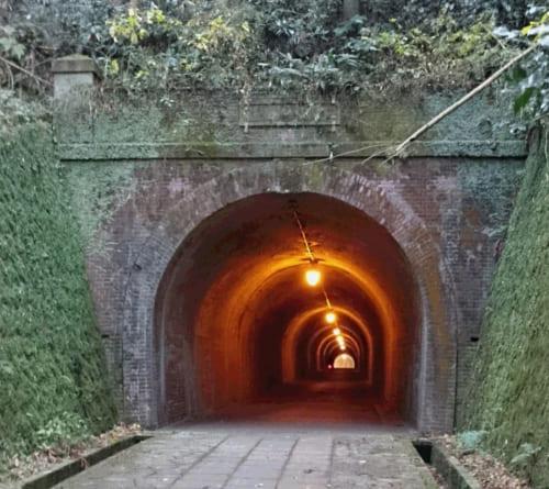 宇津ノ谷明治トンネルの入り口
