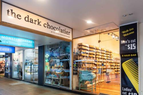 カフェを併設した人気のチョコレートショップ。