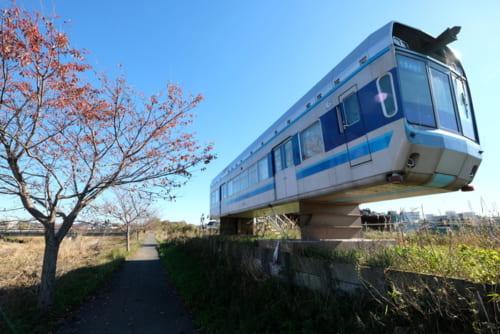松戸市の国分川にこんなモノレールが