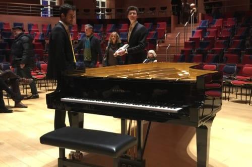 レンボイム特別モデルのスタインウェイ・コンサートグランドピアノ。