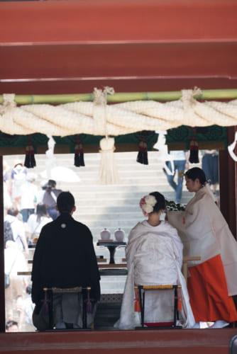 舞殿では結婚式が挙行されていた。