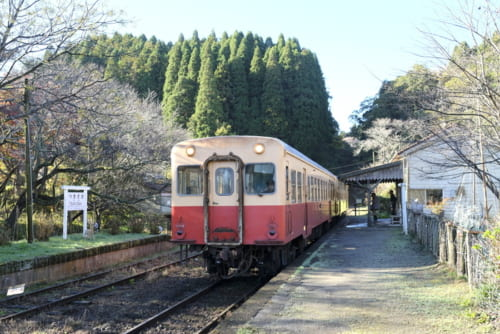 月崎駅と小湊鉄道の気動車