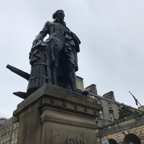 国富論で有名なアダム・スミス像