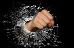【ビジネスの極意】怒りの感情を鎮める方法|「アンガーマネジメント」入門