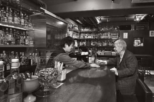 自らが経営する練馬区大泉学園のバー『レモン・ハート』で(※東京都練馬区東大泉4-2-15原田屋ビル地下1階 電話:03・3867・1682 定休日:日曜、月曜、水曜)。バーテンダーである孫の陸さん(28歳)に薦められ、思い出の「グレンリベット」を飲む。