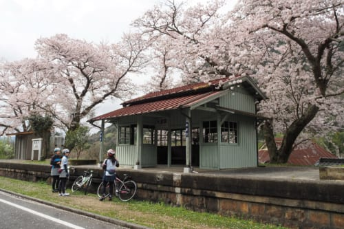 鉄道路線跡の片鉄ロマン街道 (岡山県・和気商工会)