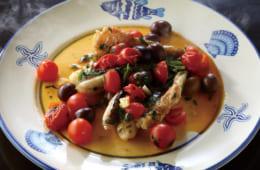 イタリアンレストランの魚料理を思わせる仕上がりだが、食材すべてを鍋に入れて蒸すのみと簡単だ。客人が来た時にも向く。