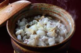 蛸や本しめじ、生姜の風味が一体となった、旨みに満ちた味わい。きのこは椎茸やえのきなど、家庭にあるものを使って構わない。