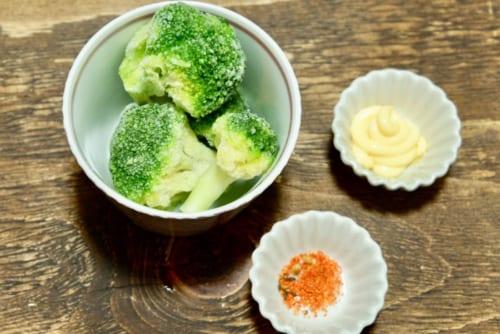 ブロッコリーの七味マヨネーズ和え・材料