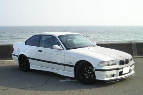 M3は、BMWの3シリーズをベースとし、BMWのモータースポーツ部門「M社」がチューニングを施した、特別なグレードだ。