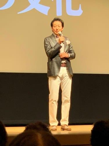 「『食いしん坊万歳』というテレビ番組で3年間全国を回り、本当に日本の食はすごいと思いました。おいしいだけでなく、地方ならではの価値観がある。独自のものが、それぞれ素晴らしいことに改めて気付きました」と自身の経験を中心に、興味深い話を披露した辰巳氏。