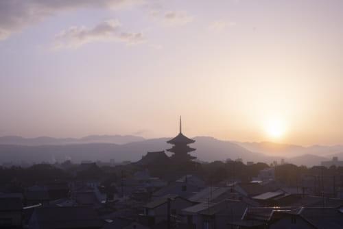 千年の都の夜明けを感じる、東寺