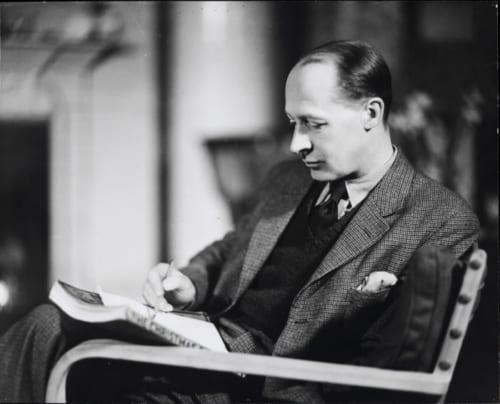 E.H.シェパード、ハワード・コスター撮影、1932年、ノラ・シェパード夫人より寄贈  (C)National Portrait Gallery,London. ※参考画像(本展には出品されません)