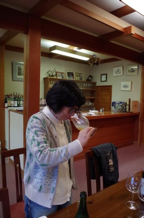 フランスで醸造やテイスティングなどさまざまなことを学び、帰国。日本の女性栽培醸造家としては先駆的な存在だ。