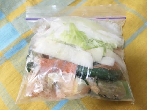 冷凍庫にチャック付き容器で保存しておくと、傷まずに溜めておくことができるのでおすすめです