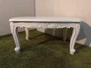 猫脚のテーブル