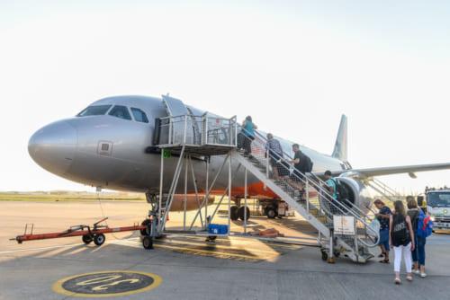 ブリスベンーエアーズロック間は、ジェットスターの直行便で3時間15分のフライト