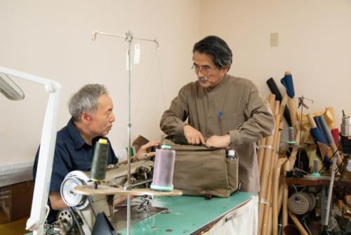 工房を訪れたリンボウ先生は、熟練の職人さんたちに自らの言葉で「見果てぬ夢」を伝えました。