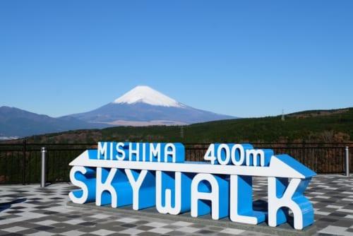 富士山をバックにオブジェと写真を撮るのが人気です。