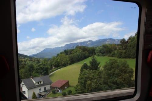 、山岳鉄道ならではの車窓風景
