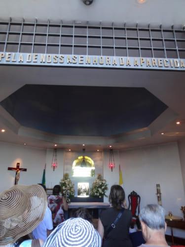 キリスト像の中にある礼拝堂