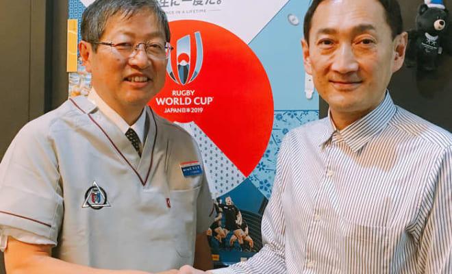 東京歯科大学口腔健康科学講座スポーツ歯学研究室 武田友孝教授(左)。右は筆者。