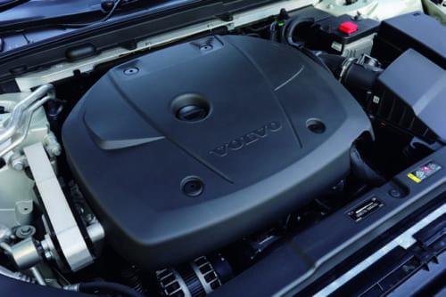 ボルボ車で最大排気量となる4気筒2Lエンジン。V60にはエンジンと電気モーターを併用するプラグインハイブリッド車もある。