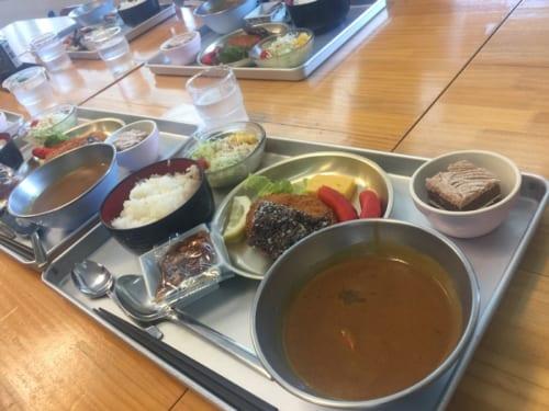 里山食堂の名物、給食。訪れた日も給食をいただいた